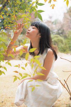 omiansary: Nogi-chans :} Bessatsu Kadokawa... | 日々是遊楽也 Japanese Beauty, Japanese Girl, Asian Beauty, Japanese Style, Kawaii Cute, Kawaii Girl, Beautiful Asian Women, Pose Reference, Asian Woman