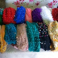 When am being asked which  colors of turban I have😹😹😹😹 I go, army green, lemon green, green with multicolor, royal blue navy blue, turquoise blue,  white, gold! YOU NAME IT!!! Fuscial pink, baby pink, champagne pink, wine, red, black, brown!🙌🙌🙌 YOU NAME IT! YOU NAME IT!!!!!! Legoo! #queenturban!!!! Contact via WhatsApp on 2348122605575.