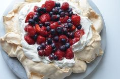 A beautiful way to use the last of the summer berries with a Pavloba. Summer Recipes, Holiday Recipes, Meringue Pavlova, Summer Berries, Mixed Berries, Trifle, Snack, Recipe Using, Love Food