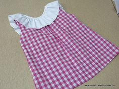 De costuras y otras cosas: BLUSÓN PARA NIÑA EN CUADROS VICHY Doll Shoe Patterns, Kids Dress Patterns, Sewing Patterns, Little Girl Dresses, Girls Dresses, Kids Outfits, Casual Outfits, Frock Design, Diy Dress