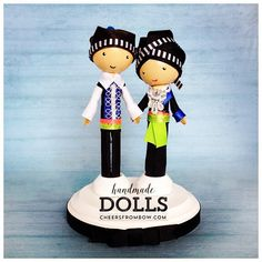 Another couple about to head out! #hmongdolls #Hmong #pegdolls #cheersfrombow