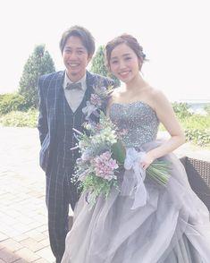プレ花嫁の結婚式準備アプリ♡ -ウェディングニュース-さんはInstagramを利用しています:「* * とってもおしゃれ🌼💕 真似したくなる #新郎新婦 コーディネート👗💙 * * こちらのお写真は #ヘアメイク アーティスト の @kanako_bridal さんからリグラムさせていただきました🌟ありがとうございました😊✨ * * * グレーの #大人可愛い ドレスに…」