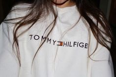 Womens Tommy Hilfiger grey Crew neck Women Size L chest 40 length sleeve **This is an Authentic Vintage Item marks and color are a sign of its authenticity. L Train Vintage : Vin Mode Outfits, Casual Outfits, Teen Fashion, Fashion Outfits, Mode Ootd, Tommy Hilfiger Sweater, Tommy Hilfiger Outfit, Tommy Hilfiger Women, Winter Mode