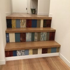 ステップフロアをつなぐカラフルな階段♪