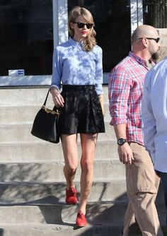 Taylor Swift And Her Mom Shopping For Antiques