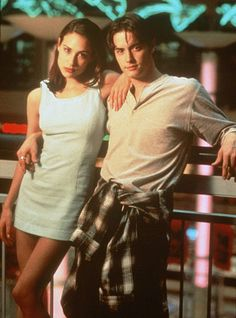 "Claire Forlani as Brandi and Jeremy London in ""Mallrats"" (1995)"