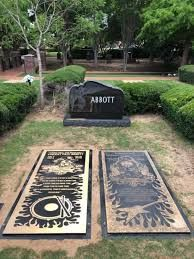 Vinnie Paul's grave marker rests next to his brother Dimebag Darrell's gravestone: Photo Dime Bags, Vinnie Paul, Dimebag Darrell, Heavy Metal Rock, Famous Graves, Tonight Alive, Concert Posters, Pink Floyd, Music Stuff