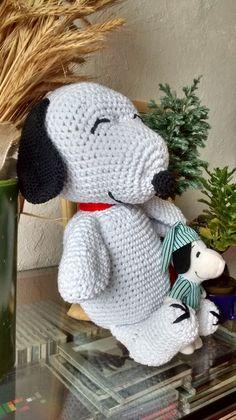 Amigurumi Snoopy, 26 cm, em barbante branco.