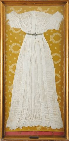 Dress, Belonged to Queen Hortense (Holland) who was Josephine's daughter by her first husband. Clothing And Textile, Antique Clothing, Historical Clothing, 1800s Dresses, Vintage Dresses, Vintage Outfits, Royal Fashion, Empire Fashion, Women's Fashion