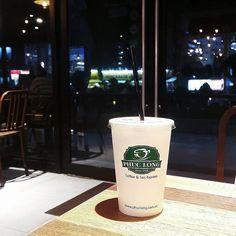 #Repost @nekgnil LONG TIME NO DRINK PHUCLONG  Phúc Long Lottee Mart Quận 7 không gian rộng rãi thoải mái mà nhân viên củng nhiệt tình lắm. Cái đc nhất là giá cả ở quận 7 có tận 3 cái PL nhưng chỉ riêng ở LotteMart đc giá của chi nhánh Express nên rẻ. Còn cái còn lại là Tea House nên giá ngất ngưỡng nha cả nhà  Trong hình là #FavDrink của mìh  Phuc Long Milk Tea #saigon #vietnam #vscocam #vsco #diadiemanuong #review #foodaholic #foodoftheday #foodininstagram #foody #foodlover #foodporn…