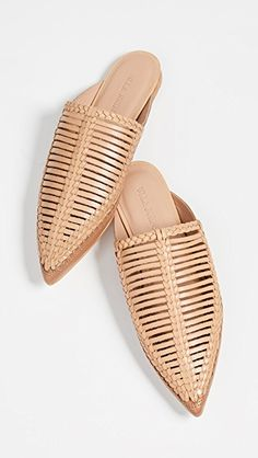 417 best Relaxed shoes images on Pinterest in 2019   Flat Shoes ... 2e1ff72a7537