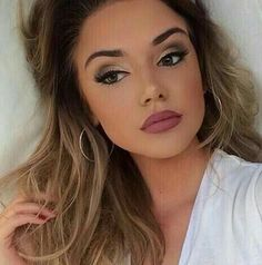 Gorgeous messy hair and makeup