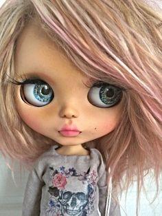 Blythe custom doll ooak doll for adoption Ooak Dolls, Blythe Dolls, Art Dolls, Nightmare Before Christmas Tattoo, Cute Baby Dolls, Gothic Dolls, Doll Maker, Minnie, Custom Dolls