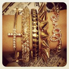 I want to own a lot of jewlery. i love shiny things Cute Jewelry, Jewelry Box, Jewelry Watches, Jewelry Accessories, Fashion Accessories, Jewlery, Bling Bling, Diamond Are A Girls Best Friend, Outfit