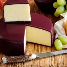 Creamy Vintage Organic Cheddar, Packed In An Attractive Burgundy Wax and Gift Box - Yumbles.com #CheeseGifts #OrganicFood
