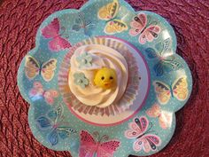 Gumpaste chick for Easter. Cupcake Decorations, Easter Cupcakes, Gum Paste, Plates, Tableware, Licence Plates, Dishes, Dinnerware, Griddles