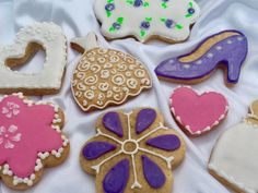 Learn how to ice decorate biscuits with Royal icing in a fun relaxing class and make a beautiful gift for Mother's Day. Tuesday March at the Aubrey Park Hotel, Hertfordshire. How to ice decorate biscuits Learn A New Skill, Park Hotel, Home Recipes, Freshly Baked, Royal Icing, Mother Gifts, Food Art, Dairy Free
