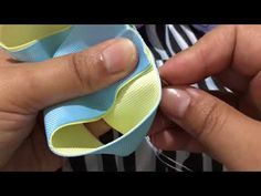 Lazo boutique facil - YouTube Diy Hair Bows, Ribbon Hair Bows, Diy Bow, Diy Headband, Baby Headbands, Little Girl Hairstyles, Diy Hairstyles, Bow Hanger, Hair Bow Tutorial