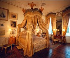theladyintweed:Lady Georgiana's Bedroom in Castle Howard Inside Castles, Hatfield House, Castle Howard, Howard House, Antique Interior, Beautiful Interiors, Beautiful Bedrooms, Historic Homes, Sweet Home