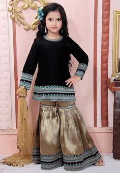 Pakistani Kids Dresses, Indian Dresses, Little Girl Dresses, Girls Dresses, Baby Girl Dress Design, Simple Kurta Designs, Baby Frocks Designs, Frock Design, Party Wear Dresses