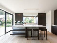 Obumex | Present-day Kitchen | Windows | Lighting | Kitchen Island | Design | Black & White