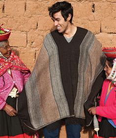 Hand-woven Traditional Peruvian Alpaca Poncho – 100% Natural, Undyed Alpaca Size: 120 cm (width) x 160 cm (length) Fiber: 100% Alpaca, hand-spun PRODUCT DESCRIPTION This traditional-style unisex ponch