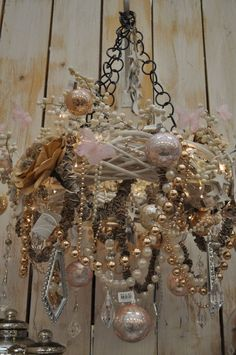 Christmas and/or shabby chic decor - http://myshabbychicdecor.com/christmas-andor-shabby-chic-decor/