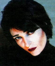 I love Siouxsie so much 💘 Siouxsie Sioux, Siouxsie & The Banshees, Goth Subculture, Punk, The Clash, Ice Queen, Female Singers, New Wave, Good People