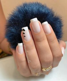 A imagem pode conter: uma ou mais pessoas e close-up Minimalist Nails, Subtle Nails, Cute Nail Art Designs, Fire Nails, Best Acrylic Nails, Luxury Nails, Heart Nails, Pretty Nail Art, Classy Nails