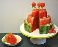 Watermelon Carving: A Three-Tiered Cake now this is pretty cool. perhaps we'll have this at our summer party. Watermelon Cake, Watermelon Carving, Watermelon Birthday, Watermelon Ideas, Cute Food, Good Food, Yummy Food, Creative Desserts, Creative Food