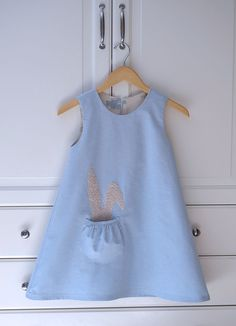 Kid Approved: A Bunny in a Bubble Pocket - a Free Pattern and Tutorial. Pattern is foe the pocket and applique Toddler Dress, Toddler Outfits, Baby Dress, Kids Outfits, Sewing Projects For Kids, Sewing For Kids, Baby Sewing, Sewing Kids Clothes, Diy Clothes