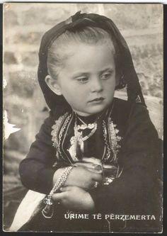 Dardha, Albania Old Pictures, Old Photos, Vintage Photos, Albanian Culture, Folk Clothing, Ancient History, Homeland, Creative, Albania
