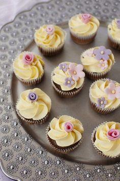 Cheesecake Cupcakes, Yummy Cupcakes, Mini Cupcakes, Cupcake Cakes, Ladybug Cupcakes, Kitty Cupcakes, Snowman Cupcakes, Rose Cupcake, Flower Cupcakes