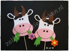 traktatie ♥ Klara de Koe ♥ Animal Crafts For Kids, Spring Crafts For Kids, Autumn Crafts, Crafts For Kids To Make, Diy Arts And Crafts, Kids Crafts, Art For Kids, Farm Crafts, Preschool Crafts