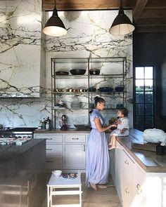 L Shaped Kitchen Marble Range Hood Denise Vasi Classic Kitchen, New Kitchen, Kitchen Decor, Kitchen Ideas, Kitchen Slab, Grand Kitchen, 1960s Kitchen, Shaker Kitchen, Awesome Kitchen