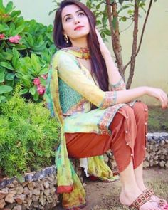 Cute Girl Poses, Cute Girls, Wedding Hijab Styles, Dps For Girls, Girls Dp, Pakistani Girl, Pakistani Dresses, Thing 1, Stylish Girls Photos