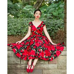 New on norafinds.com wearing @dovimaatelier dress. #vintage #50s #1950s #ootdsocialclub #floraldress
