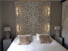 Mooie slaapkamer Hout snijwerk zelf led verlichting erachter gemaakt