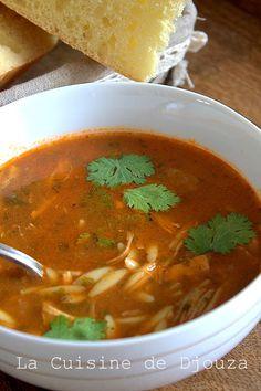 Easy chicken chorba with bird tongues Top Recipes, Asian Recipes, Healthy Recipes, Ethnic Recipes, Shorba Recipe, Plats Ramadan, Moroccan Soup, Tunisian Food, Algerian Recipes