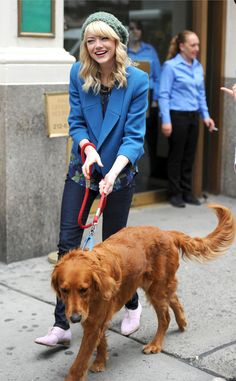 Emma Stone, love the blue boyfriend blazer with skinny jeans, Gap and Old Navy
