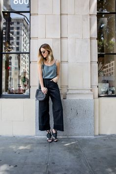 70s inspired outfit, High waist flares | www.TakeAim.nu