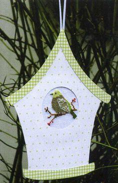 Passepartout Vogelhaus mit grünen Punkten
