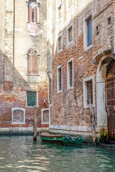 A comprehensive travel guide to backpacking Venice on a Budget with tips on how to save money, cheap places to eat, and top things to do in and around Venice.