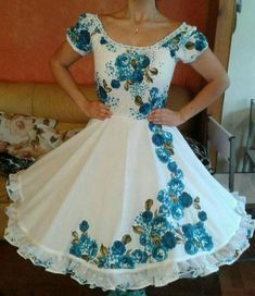 It would be gorgeous made by hand in good fabric. Needs fuller sleeves Modest Dresses, Cute Dresses, Girls Dresses, Vestidos Vintage, Vintage Dresses, Square Skirt, Conservative Outfits, Anime Dress, Mexican Dresses