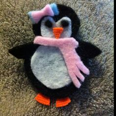 Felt penguin hair clip