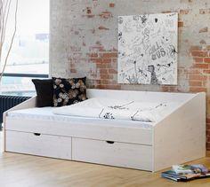 """Schönes Einzelbett aus massiver Buche weiß lasiert - Bett """"Dänemark""""   Betten.de #platzsparend http://www.betten.de/Betten/schubkasten_stauraum/schubkastenbett-daenemark.html"""