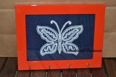 #pizzodicantu #portachiavi #parete #keychain #home #lavorazioneafuselli #handmadewithlove #handmade #handmadeinitaly #fattoamano #artigianatoitaliano #creazioniefantasia #tombolo #white #picoftheday #madeinitaly #artigianato #fattoamanoconamore #accessori #accessories #butterfly #farfalla