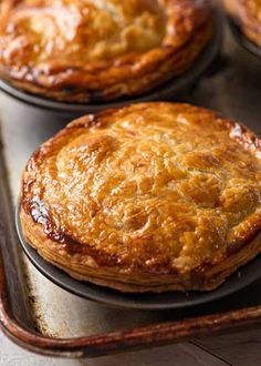 Pie recipes 424182858655781157 - Meat Pie on silver tray, fresh out of the oven Source by jenbda Australian Meat Pie, Aussie Food, Aussie Pie, Australian Recipes, Meat Recipes, Cooking Recipes, Curry Recipes, Potluck Recipes, Salad Recipes
