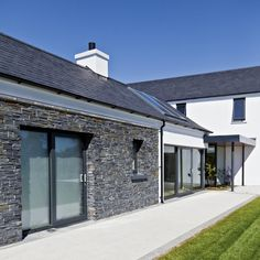 Drumlins Eco House, Co. Down Low Energy House - B rated for energy efficiency Stone Cladding Exterior, Larch Cladding, House Cladding, Stone Facade, Style At Home, House Extension Design, House Design, Bungalow House Plans, Modern Bungalow