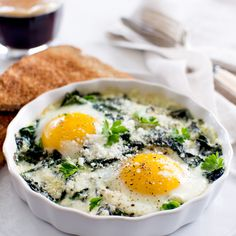 Baked Eggs with Spinach. Quick Baked Eggs with fresh spinach and Swiss chard perfect for Mother's Day Brunch! Egg Recipes, Brunch Recipes, Fall Recipes, Breakfast Recipes, Cooking Recipes, Healthy Recipes, Vegetarian Recipes, Healthy Food, Pepper Recipes